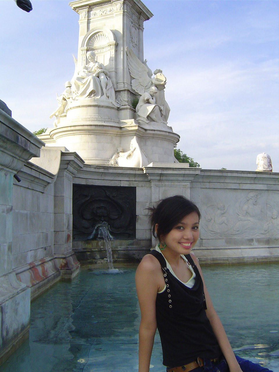 Sitting on the fountain step in front of Buckingham Palace.
