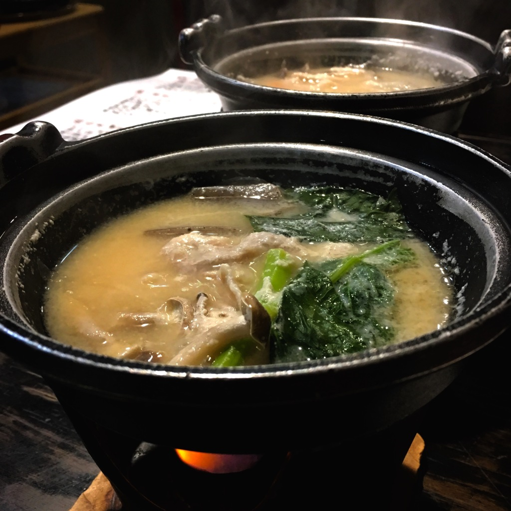 Boiling chicken nabe with mushrooms and vegetables.
